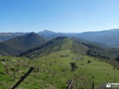 Selva de Irati - Puente del Pilar mochilas trekking mujer senderismo el pardo sierras de tejeda send